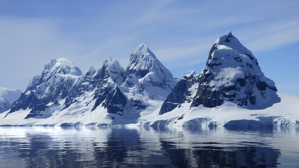 Rock eating life forms found under Antarctic ice