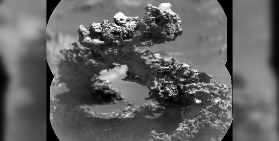 Curiosity rover finds stone arch resembling DNA strand