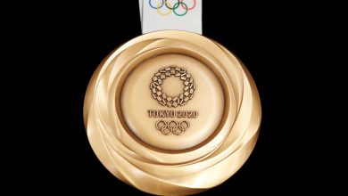 In Japan the mayor ruined the gold medal of the Olympic champion with his teeth