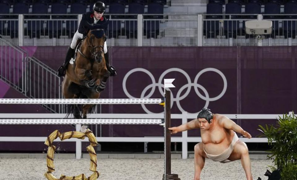 Olympics 2020 in Tokyo the figure of a sumo wrestler that scared horses was removed