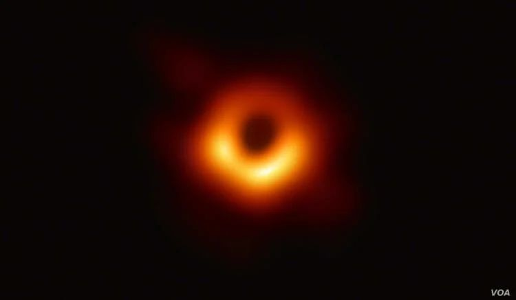 The famous black hole paradox resolved But everything is very complicated