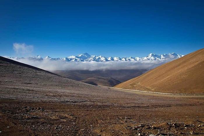 Tibetan plateau lakes trap heat under ice